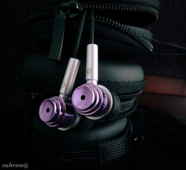JBM MJ700 headphones