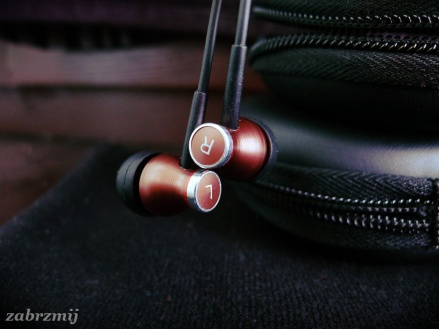 JBM MJ900 right and left earphone